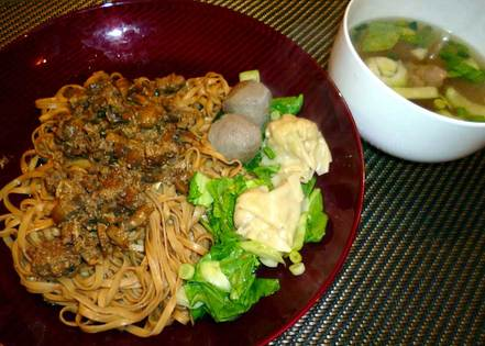 Indonesiches Buffet<br> Mie Ayam Bakso Pangsit